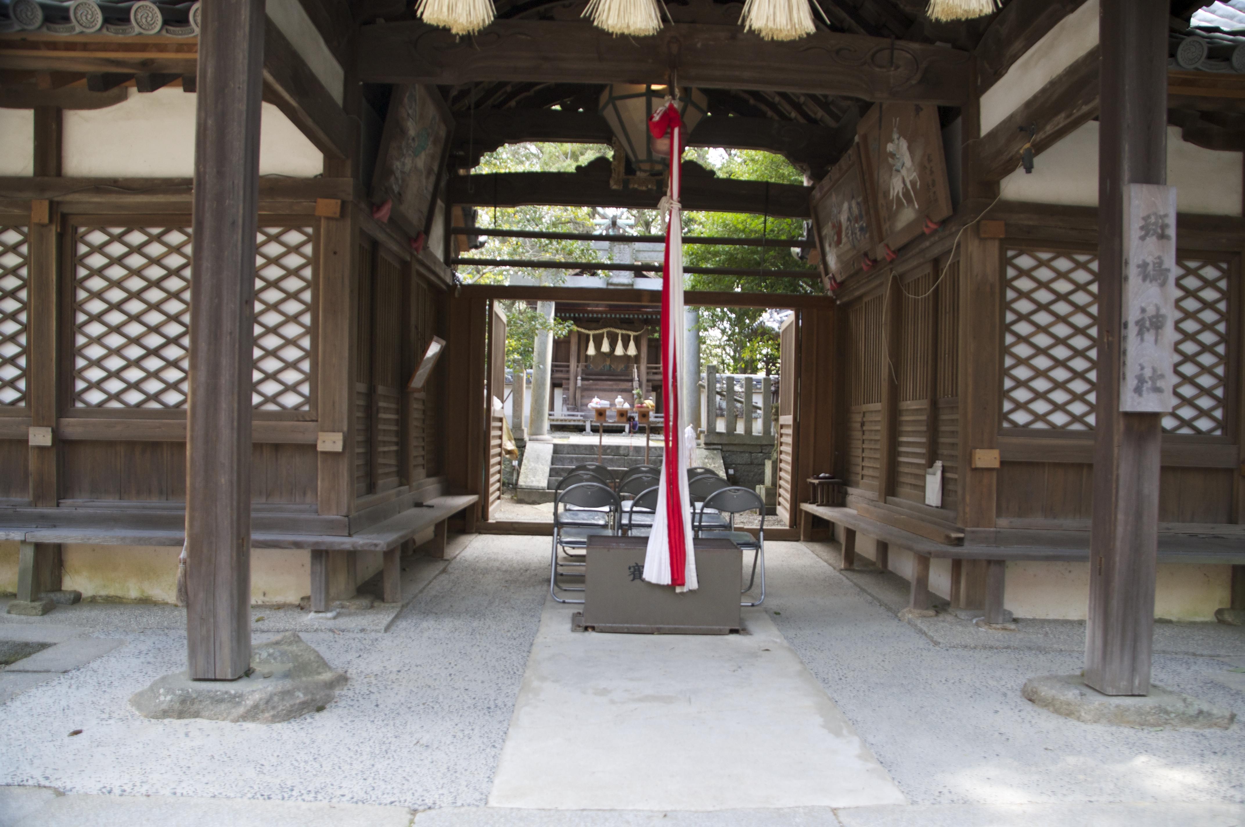 斑鳩神社の拝殿